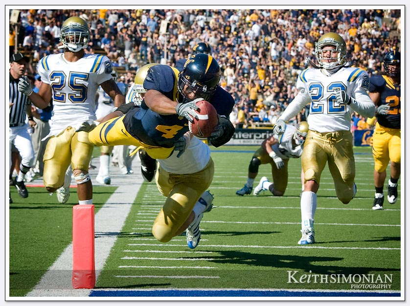 Cal running back Jahvid Best dives into the end zone after a 34 yard touch down run