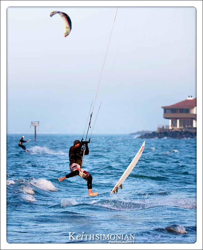 Kite surfer makes a psplash landing
