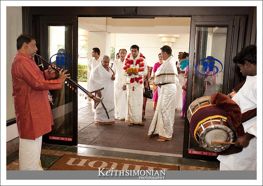 Groom enters the hotel to begin the swing ceremony
