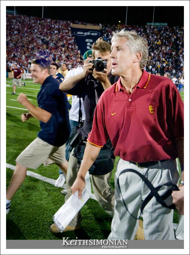 Pete Carroll waiting to shake hands with Jeff Tedford after the Bears victory
