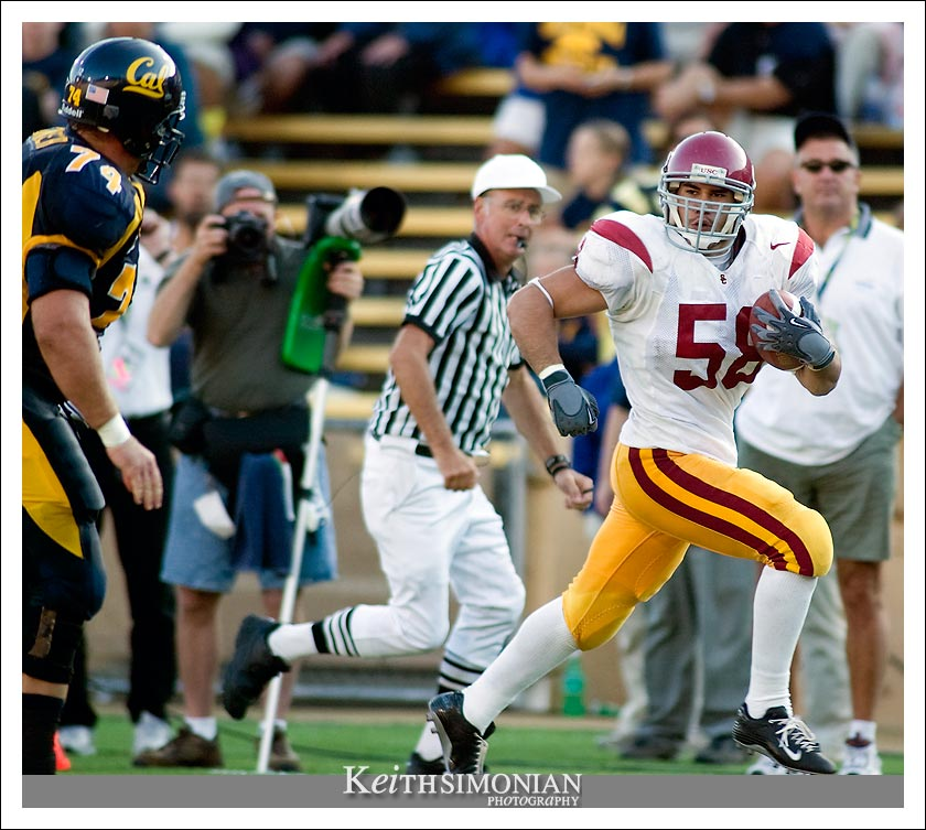 USC middle linebacker #58 Lofa Tatupu - CAL vs USC - September 27, 2003 Memorial Stadium - Berkeley, CA