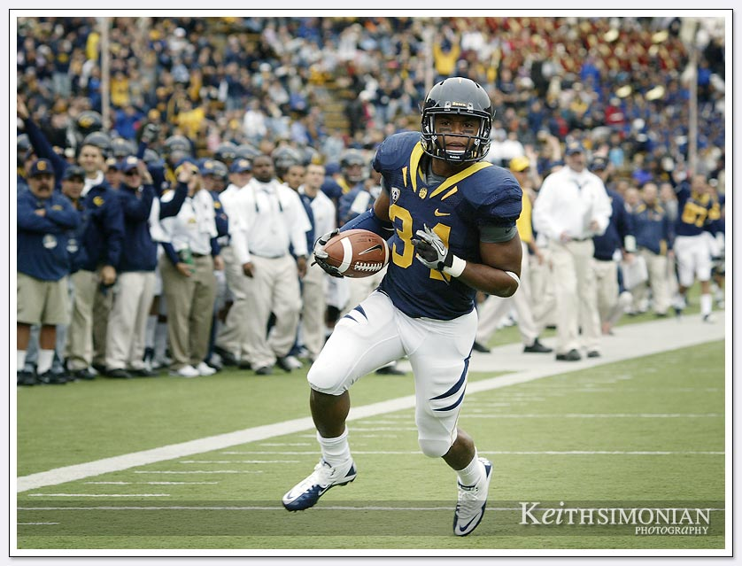 Cal running back #24 Shane Vereen runs in untouched for one of his 2 touchdowns against the Arizona St Sun Devils on October 23, 2010 at Memorial Stadium in Berkeley, CA.