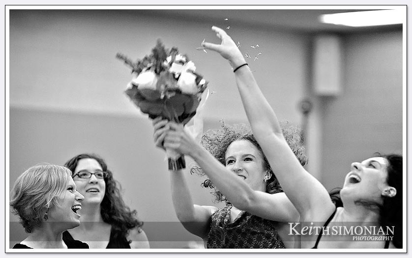 bouquet toss photo