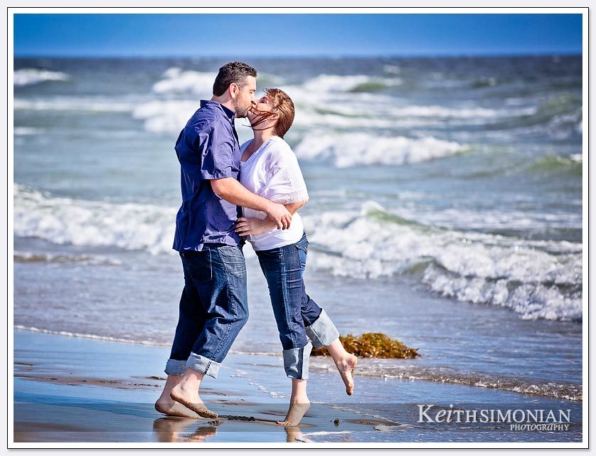 beach side kiss - Santa Cruz
