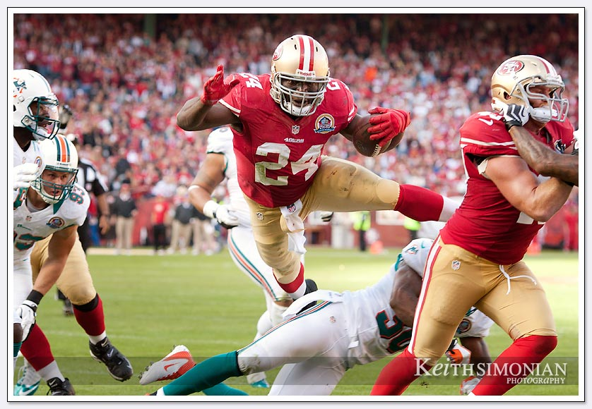49er fullback Anthony Dixon makes a leap for the end zone against the Miami Dolphins
