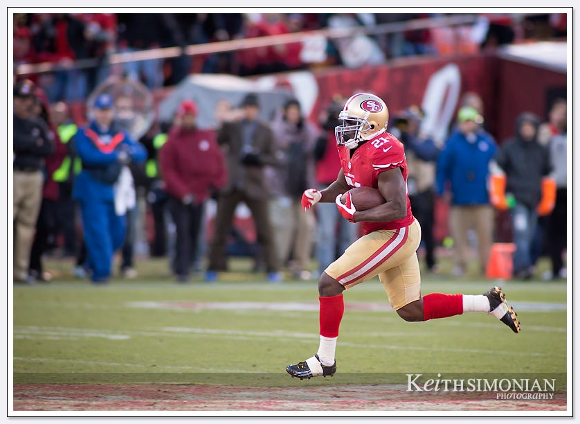 SAN FRANCISCO, CA - DECEMBER 08: Frank Gore #21 of the San Francisco 49ers break into the open field and carries the ball for a 51 yard gain against the Seattle Seahawks during the fourth quarter at Candlestick Park on December 8, 2013.