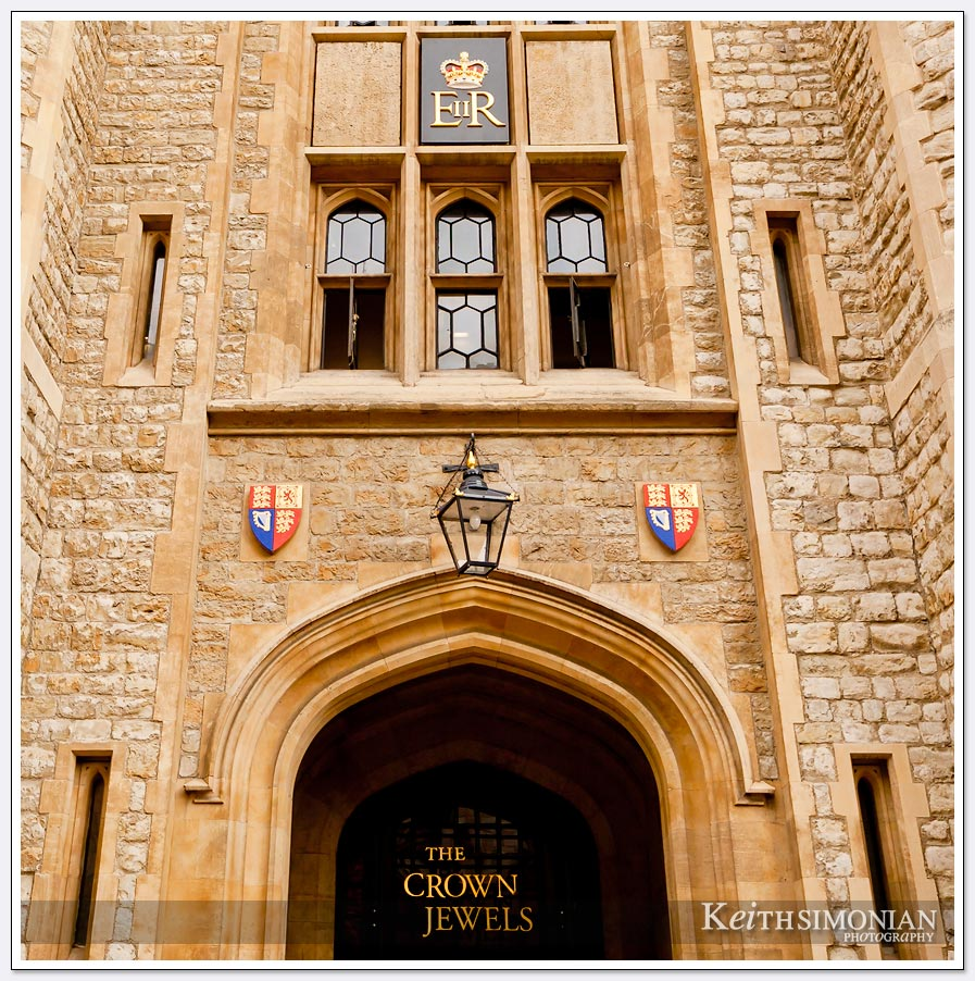 The building in the tower of London that holds the Crown Jewels