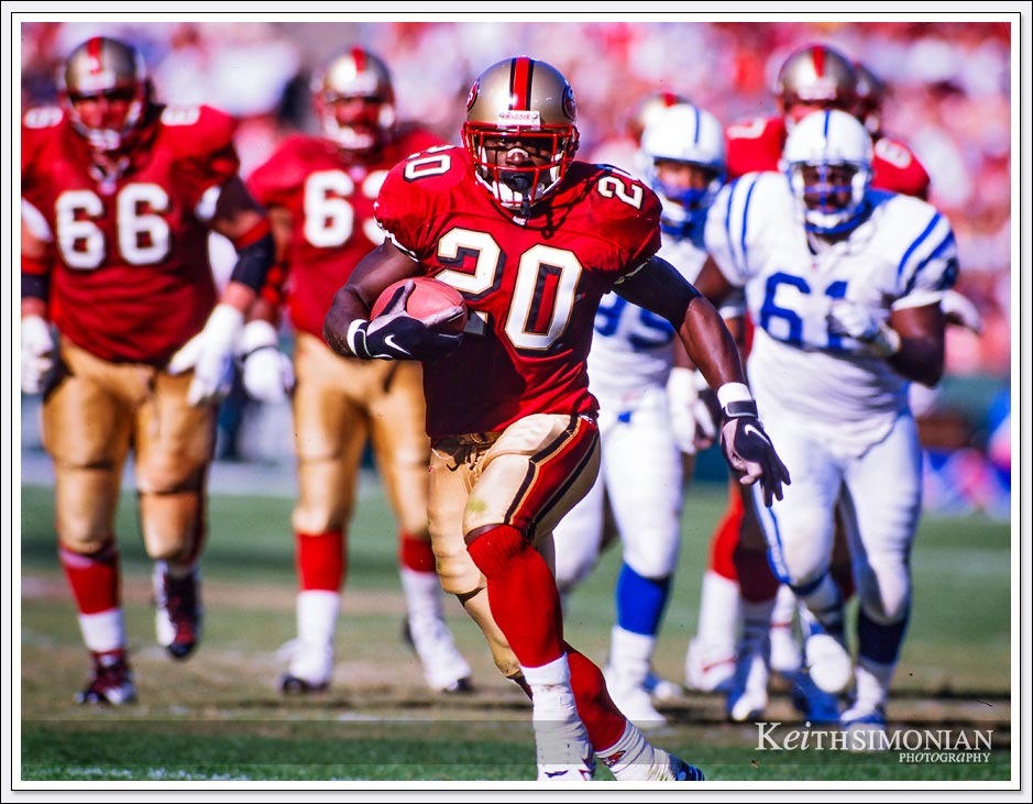 #20 Running Back Garrison Hearst of the San Francisco 49ers eludes Indianapolis Colts defenders - October 18th, 1998 - 3Com Park