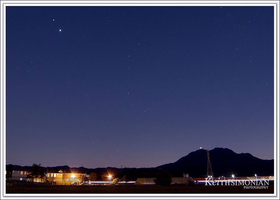 Saturn and Jupiter very close to each other on December 7th, 2020 with Mt. Diablo in the background